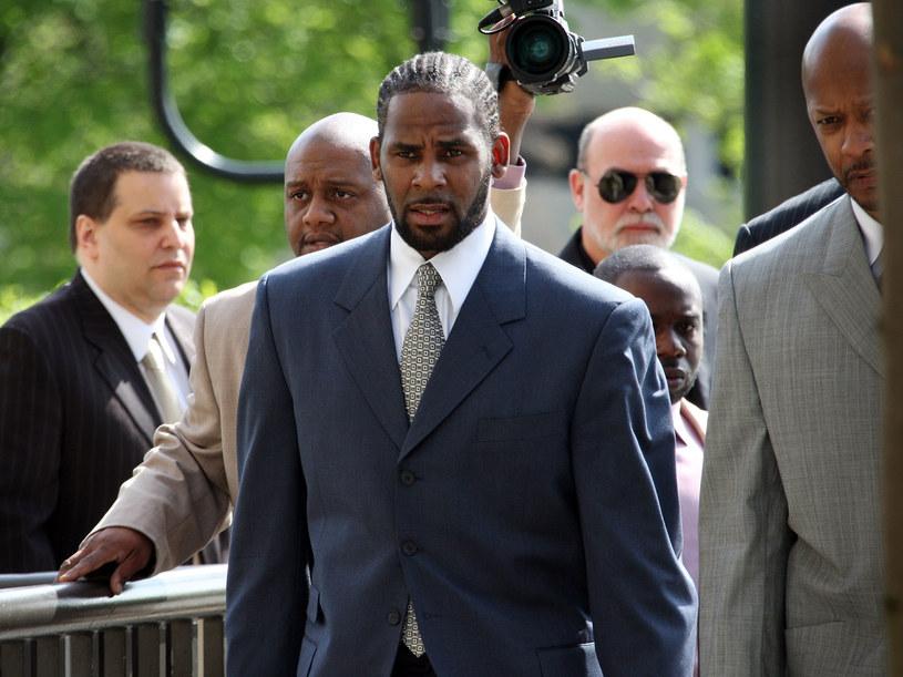 Według dokumentów sądowych R. Kelly posiada zaledwie 625 dolarów. Co stało się z oszczędnościami oskarżonego o molestowanie seksualne gwiazdora?