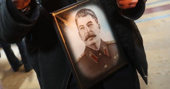 Pozytywna ocenia postaci Józefa Stalina w rosyjskim społeczeństwie sięgnęła najwyższego poziomu w ciągu ostatnich 20 lat. Obecnie połowa Rosjan pozytywnie odnosi się do Stalina - wynika z sondażu niezależnego ośrodka badania opinii społecznej Centrum Lewady.