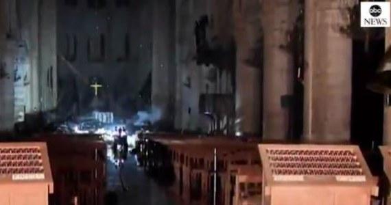 Media we Francji publikują nagranie, na którym widać wnętrze katedry Notre Dame tuż po pożarze. Jak opowiadali strażacy, ten obraz zostanie im w pamięci na całe życie.