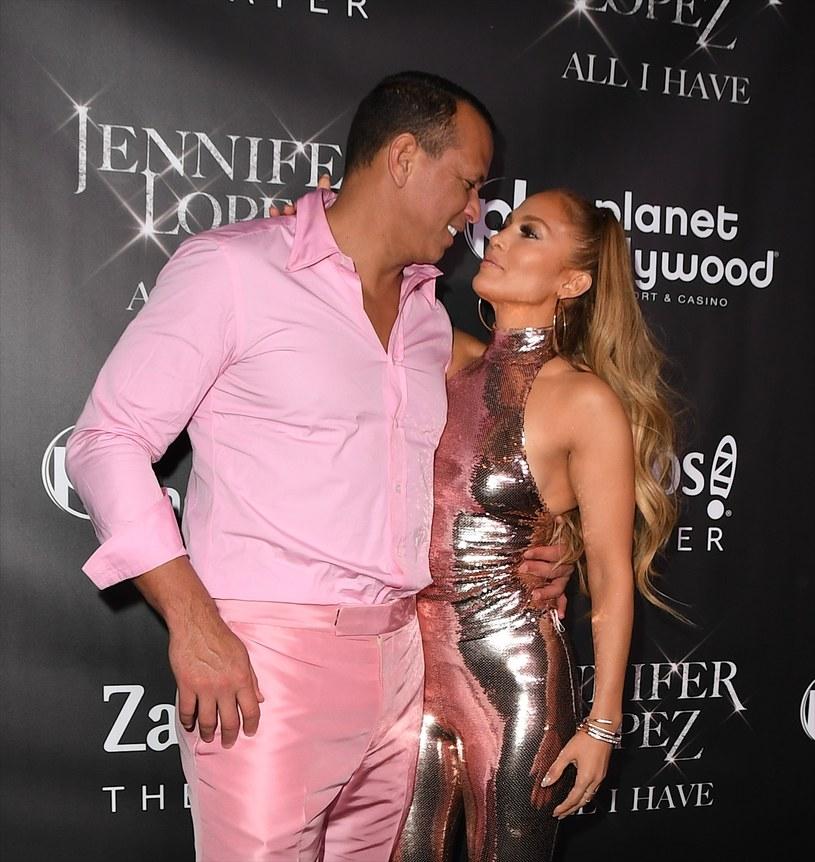 Jakiś czas temu zaczęły krążyć plotki o tym, że Jennifer Lopez i Alex Rodriguez, w natłoku pracy i obowiązków, nie mają czasu zając się planowaniem ślubu. Jednak jak aktualnie donoszą amerykańskie media, przygotowania do ceremonii ruszyły, a para nie ma zamiaru szczędzić na nią pieniędzy.