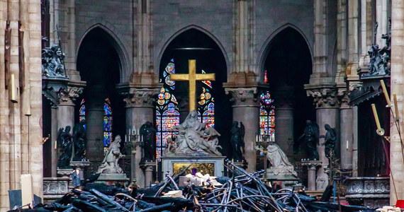 Ponad 50 funkcjonariuszy paryskiej brygady kryminalnej będzie dziś przesłuchiwać kolejne osoby pracujące podczas remontu Notre Dame, kiedy w katedrze wybuchł pożar. Od poniedziałku przesłuchano ponad 30 osób – informuje paryski korespondent RMF FM Marek Gładysz.