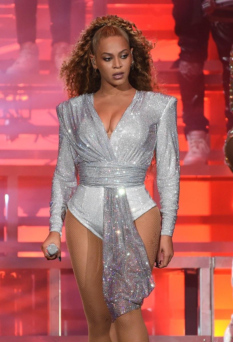 """Film """"Homecoming: A Film by Beyoncé"""", który pozwala zajrzeć za kulisy słynnego występu wokalistki na festiwalu Coachella w 2018 roku, jest już dostępny w serwisie Netflix."""