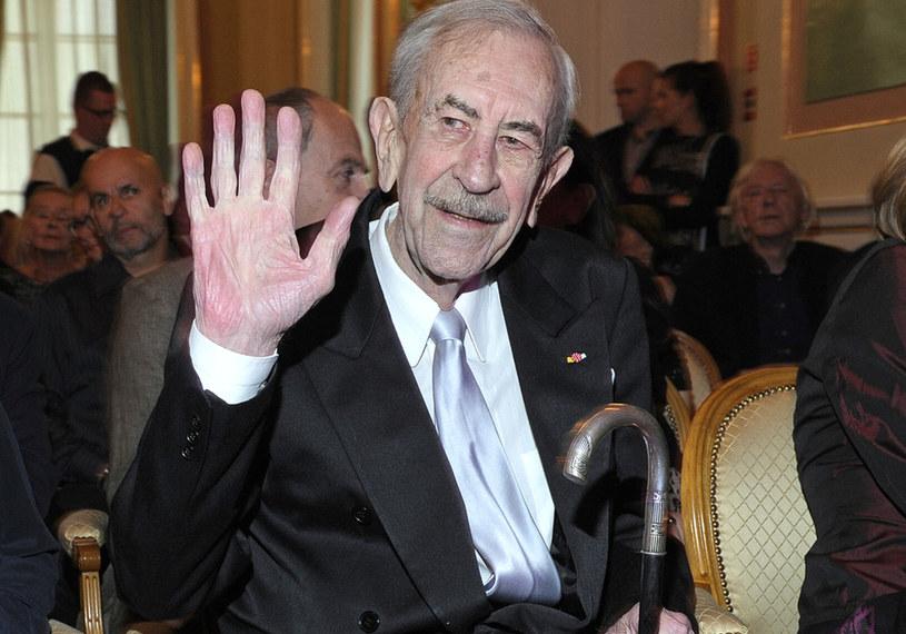 Twierdzi, że do szczęścia rodzinnego potrzebne są trzy  rzeczy: cierpliwość, tolerancja i ułańska fantazja! Dla niego szklanka jest zawsze do połowy pełna. W piątek, 19 kwietnia, mistrz polskiej komedii obchodzi 85. urodziny.