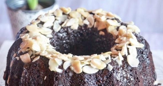 Święta to czas wspólnego biesiadowania. Na wielkanocnym stole króluje żurek. Nie może zabraknąć też słodkości. Jakie ciasta najczęściej Polacy serwują na Wielkanoc? Przedstawiamy wyniki sondażu przeprowadzonego przez Instytut Badań Opinii RMF.