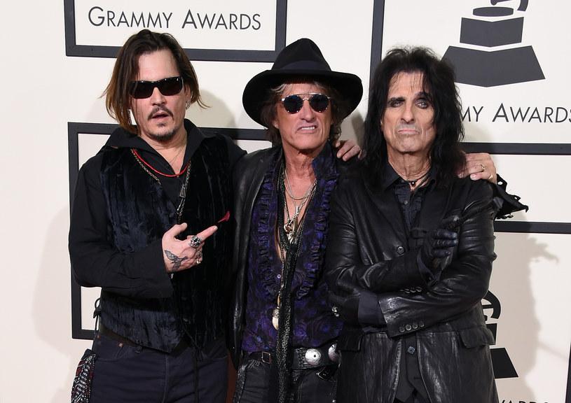 """Grupa The Hollywood Vampires, w której skład wchodzą: wokalista Alice Cooper, znany z Aerosmith gitarzysta Joe Perry oraz aktor i muzyk Johnny Depp, w tym roku wyda kolejną płytę. Posłuchaj pierwszego, zapowiadającego ją singla """"Who's Laughing Now""""."""