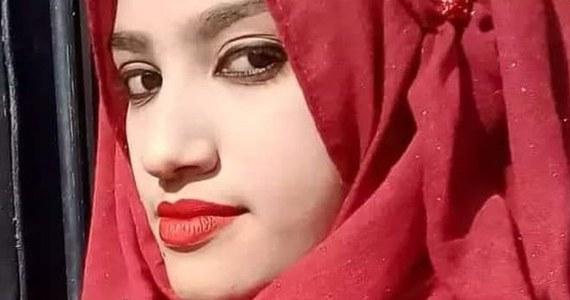 Nastolatka w Bangladeszu została spalona żywcem po tym, jak oskarżyła swojego nauczyciela o molestowanie. Mężczyzna chciał, by dziewczyna wycofała oskarżenia.