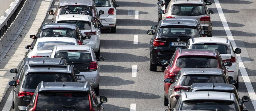 W Wielki Piątek po południu Polacy ruszyli w drogę do domu na święta. Widać to wyraźnie po wzmożonym ruchu na drogach. Zobacz nasz raport!