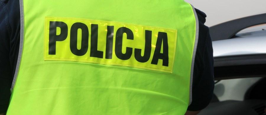 45-letni Paweł Z., kierowca śmieciarki, która śmiertelnie potrąciła dwulatka we wsi Stojkowo (woj. zachodniopomorskie), usłyszał zarzut spowodowania wypadku drogowego ze skutkiem śmiertelnym. Mężczyzna odmówił składania wyjaśnień.