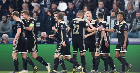 Władze ligi holenderskiej zdecydowały o przesunięciu na 15 maja przedostatniej kolejki, aby Ajax miał więcej czasu na przygotowania do pierwszego meczu półfinału piłkarskiej Ligi Mistrzów. Zespół z Amsterdamu zagra 30 kwietnia z Tottenhamem Hotspur. Rewanż po tygodniu w Anglii.