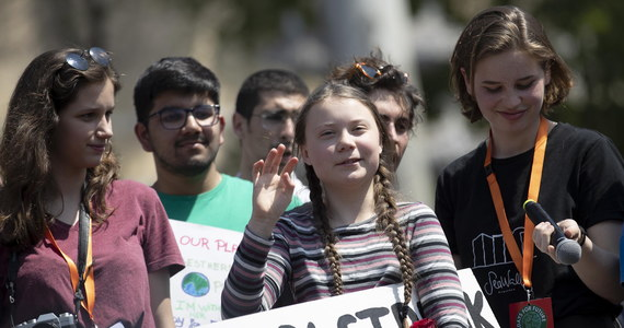 """""""Musimy przygotować się na długą walkę"""" - powiedziała w piątek w Rzymie 16-letnia szwedzka aktywistka Greta Thunberg, inicjatorka strajków szkolnych w obronie klimatu, podczas manifestacji z udziałem kilku tysięcy młodych Włochów. """"My zmieniamy świat"""" - dodała."""