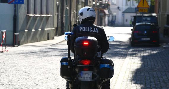 Do wypadku w kolumnie motocykli z Centrum Szkolenia Policji w Legionowie doszło w miejscowości Krubin. Jeden z motocyklistów nie wyhamował i uderzył w jadące przed nim dwa motocykle. Te potrąciły kolejny, powodując efekt domina - poinformowała  Justyna Stopińska z legionowskiej policji.
