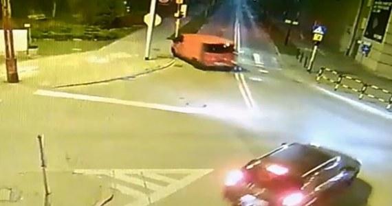 Zatrzymano złodziei, którzy pod koniec marca ukradli, a potem rozbili samochód dostawczy w Gliwicach. Jak się okazuje sprawcy mają 14 i 16 lat. Obaj staną teraz przed sądem rodzinnym.
