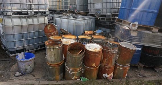 Kolejne dwie osoby w województwie śląskim zostały zatrzymane w związku ze składowaniem niebezpiecznych odpadów. Jeden z podejrzanych mężczyzn zgromadził ponad 4 miliony litrów groźnych substancji.