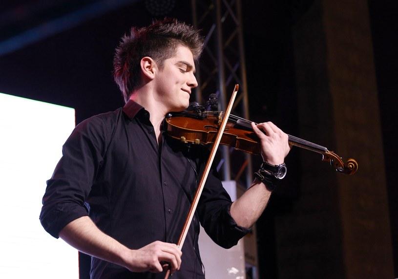 """Na stronach Interii możecie zobaczyć """"Bad Reflection"""" - najnowszy teledysk 23-letniego skrzypka Tomasza Dolskiego, finalisty pierwszej edycji """"Must Be The Music""""."""