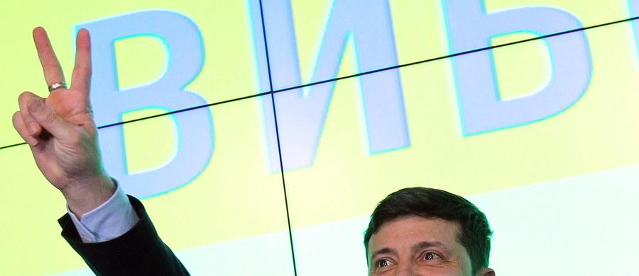 VI Sąd Apelacyjny w Kijowie rozpatrzy w sobotę wieczorem pozew o odwołanie rejestracji Wołodymyra Zełenskiego jako kandydata na prezydenta Ukrainy. Za kilkanaście godzin otwarte zostaną lokale wyborcze w II turze wyborów prezydenckich.