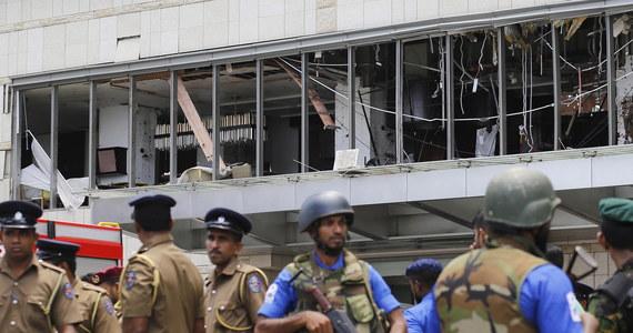 Do 215 wzrosła liczba zabitych po atakach na kościoły i hotele na Sri Lance w Niedzielę Wielkanocną. Policja podała, że trzy kolejne osoby, w tym dwoje dzieci, zmarły w wyniku ostatniej eksplozji, a władze szpitali poinformowały o śmierci pięciu rannych osób.