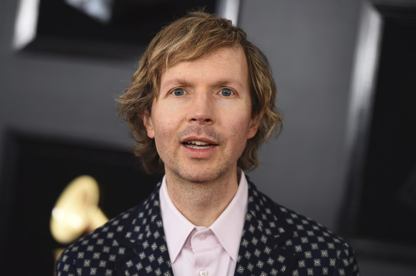 "Autorami i producentami kawałka ""Saw Lightning"" są Beck oraz Pharrell Williams."