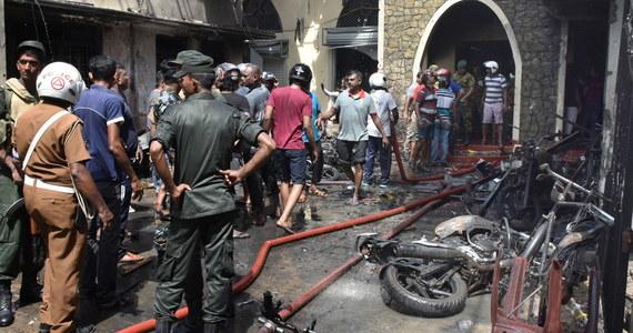 Do 290 wzrósł bilans zabitych podczas ataków bombowych na kościoły i hotele na Sri Lance w Wielką Niedzielę. Liczba rannych sięga 500 – podał rzecznik policji Ruwan Gunasekera. Zatrzymano jak dotąd 24 osoby. Żadna organizacja nie przyznała się do zamachów.