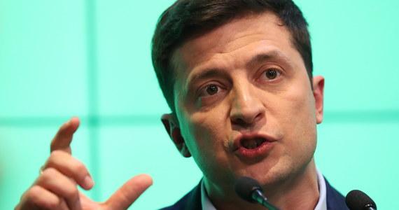 Zwycięzca wyborów prezydenckich na Ukrainie Wołodymyr Zełenski zapowiedział wojnę informacyjną na rzecz wstrzymania walk w Donbasie na wschodzie kraju. Za priorytetowe zadanie uznał uwolnienie jeńców znajdujących się w rękach przeciwnika.