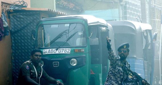 Premier Sri Lanki Ranil Wickremasinghe nie wiedział, że policja ostrzegała przed atakami w kraju, ponieważ przez spór z prezydentem Maithripalą Siriseną nie miał dostępu do raportów wywiadowczych - powiedział w poniedziałek rzecznik rządu.