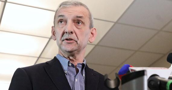 """Zarząd ZNP zadecyduje, czy zawiesić strajk i czy odbędą się matury - powiedział szef ZNP Sławomir Broniarz w rozmowie z """"Rzeczpospolitą"""". Dodał, że we wtorek będą """"rozpatrywane trzy scenariusze"""". Według niego """"strona rządowa postępuje z wdziękiem słonia w składzie porcelany""""."""