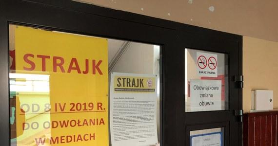 To mogą być kluczowe godziny dla strajkujących nauczycieli. O 9 rozpoczęło się ich spotkanie, po południu Rada Dialogu Społecznego. We wtorek ma też zapaść decyzja, co dalej ze strajkiem.