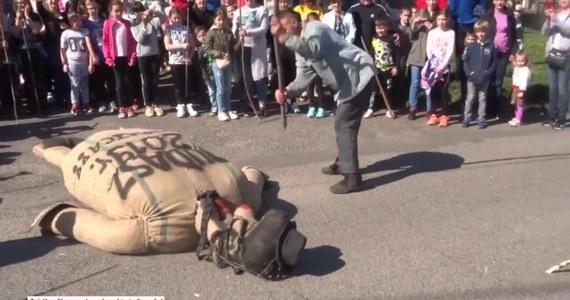Prokuratura w Jarosławiu (Podkarpackie) zleciła policji zgromadzenie dowodów w związku z wydarzeniami w Pruchniku, gdzie w Wielki Piątek odbył się tzw. sąd nad Judaszem.