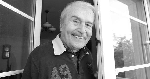 """W wieku 92 lat zmarł aktor Tadeusz Pluciński, znany z takich filmów jak: """"Brunet wieczorową porą"""" czy """"Co mi zrobisz jak mnie złapiesz""""."""