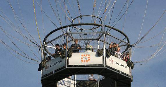 Specjalny balon widokowy znów zawiśnie nad Krakowem. Już od czerwca będzie można z jego podkładu zobaczyć miasto z wysokości 300 metrów nad ziemią. Nie będzie to jednak wyłącznie atrakcja turystyczna - na gondoli balonu zostanie bowiem zainstalowana stacja pomiarowa, która sprawdzi jakość powietrza.