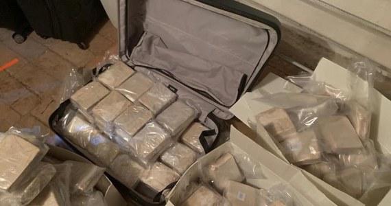 Ponad 300 kilogramów heroiny wartej 25 milionów dolarów przejęła ukraińska policja. 200 kilogramów narkotyków znaleziono w magazynie rozbitej grupy, w której skład wchodzili Turcy, Macedończycy i Mołdawianie. Z kolei 100 kilogramów heroiny odkryto w samochodzie, który miał ją wywieźć za granicę. Narkotyki, podchodzące z Azji Środkowo-Wschodniej były przeznaczone na rynek Unii Europejskiej.