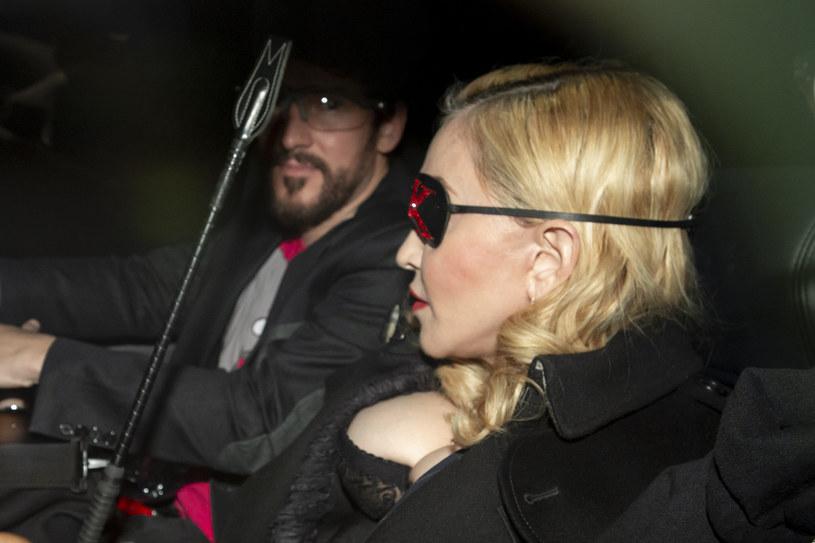 """Ponad 2,2 mln odsłon w ciągu kilkunastu godzin zanotował najnowszy teledysk Madonny. W piosence zatytułowanej """"Medellin"""" królową popu wspiera kolumbijski wokalista Maluma."""