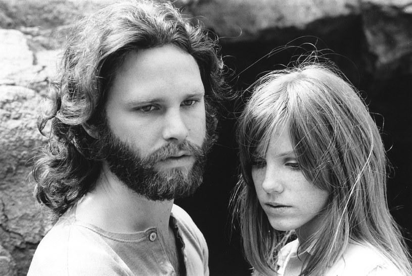 50 lat temu zmarł poeta i muzyk, lider słynnej grupy rockowej z lat 60. XX wieku The Doors, Jim Morrison. Wokalista zmarł tragicznie w Paryżu w niewyjaśnionych dotąd okolicznościach. Miał 27 lat.