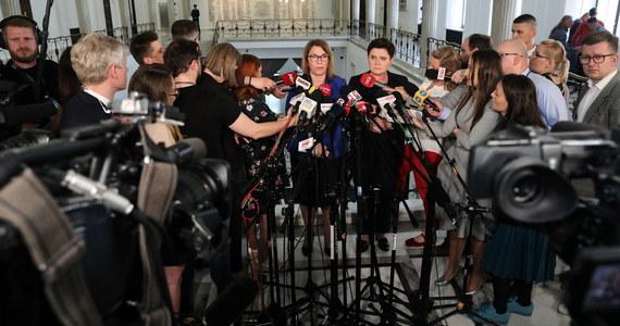 Decyzja ZNP o zawieszeniu strajku jest ważna i potrzebna wszystkim - przede wszystkim maturzystom, rodzicom i nauczycielom; dziękuję za nią - oświadczyła w czwartek wicepremier Beata Szydło. Zapewniła, że rząd jest otwarty na rozmowę i chce prowadzić dialog.