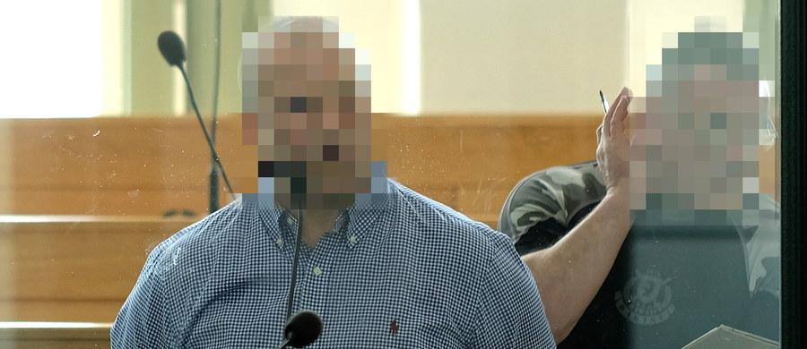 """Janusz T., ps. """"Krakowiak"""" został prawomocnie skazany na 15 lat więzienia w głównym procesie jego gangu. Część stawianych mu i 9 innym oskarżonym zarzutów będzie musiał jednak rozpoznać ponownie sąd I instancji. Od niektórych czynów oskarżeni zostali uniewinnieni."""