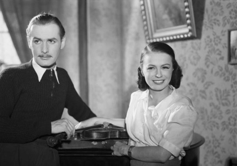 """Choć nie spodobał się recenzentom i cenzurze, pierwszy powojenny film stał się kinowym hitem. W 1946 roku po premierze """"Zakazanych piosenek"""" kina ochraniała milicja."""