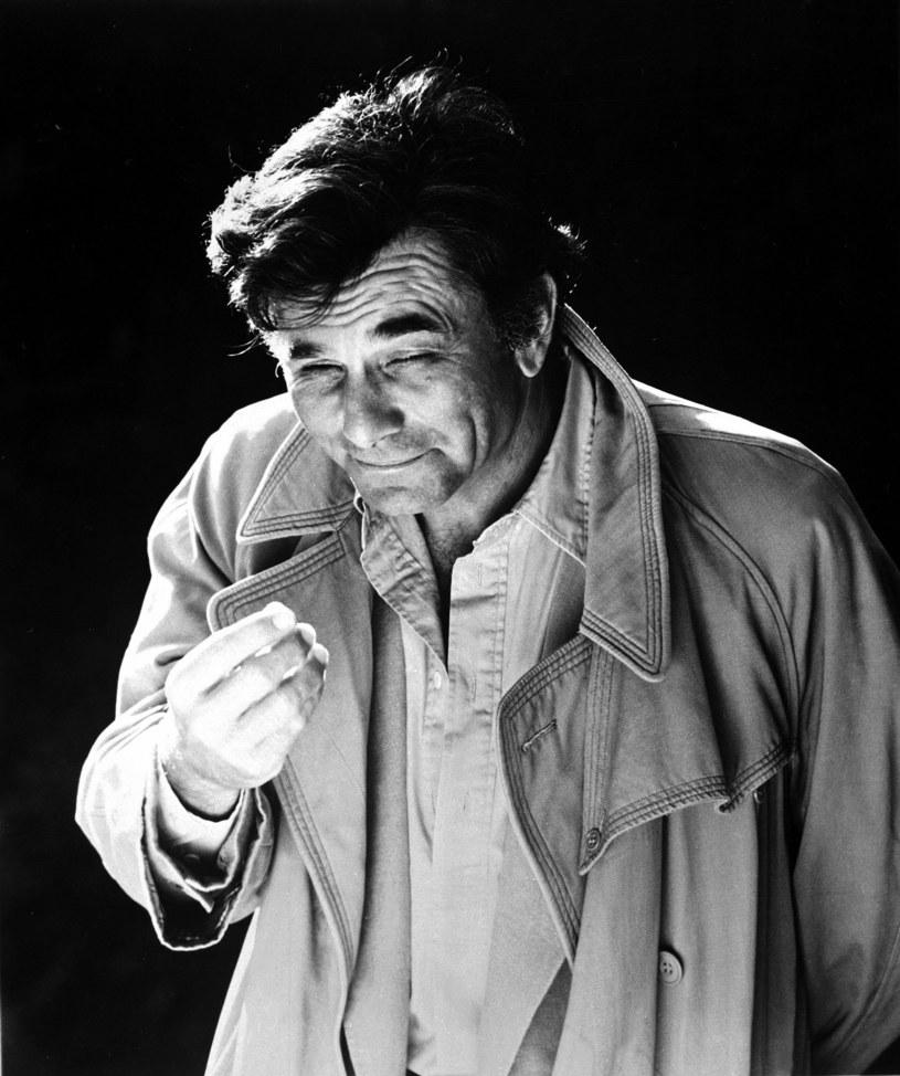"""Chciał być sportowcem, marynarzem, potem agentem CIA. Został najpopularniejszym na świecie detektywem. """"Bardzo prawdopodobne, że zostanę zapamiętany wyłącznie jako Columbo, ale wydaje mi się, że to i tak lepsze niż popaść w zupełne zapomnienie"""" - przyznał przed śmiercią Peter Falk."""