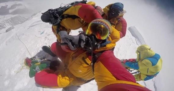 Malezyjski himalaista zaginął podczas schodzenia ze szczytu Annapurny. Wiu Kin Chin należał do grupy prowadzonej przez francuskiego wspinacza Barobiana Michela Christiana. 49-latek stanął na szczycie 8091-metrowej góry we wtorek o godzinie 16:10. Jego koledzy zeszli do bazy, ale nie było wśród nich Wiu Kin China.