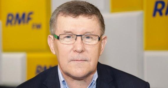 """""""Jeżeli w Polsce panowałyby normalne warunki debaty publicznej, wtedy media publiczne mogłyby być bardziej pluralistyczne"""" - stwierdził w Porannej rozmowie w RMF FM europoseł Prawa i Sprawiedliwości Zbigniew Kuźmiuk. """"Jesteśmy na wojnie. Ostrzeliwują nas dwa wielkie pancerniki - TVN24 i Polsat News, ostrzeliwują nas regularnie... Nie ma innego wyjścia, jak także postarać się o to, żeby """"nasz"""" pancernik starał się także odpowiadać ogniem"""" - dodał."""