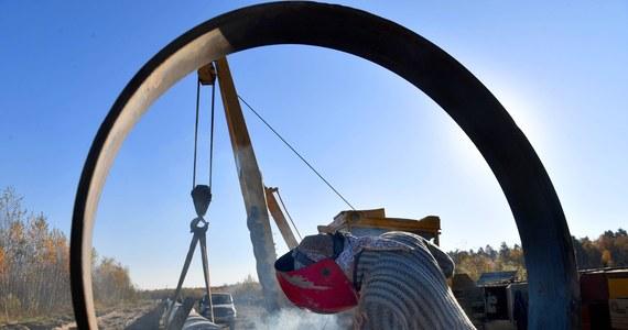 Zanieczyszczona ropa z Rosji nie spowodowała szkód w polskich rurociągach ani rafineriach – dowiedział się reporter RMF FM. Zgodnie z doniesieniami rosyjskiego koncernu Rosnieft - do zanieczyszczenia surowca doszło poprzez prywatny Samaratransnieft - terminal - firmę, która przyjmuje ropę od kilku małych producentów i analizuje jej jakość.