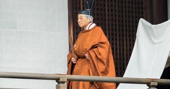 Cesarz Japonii Akihito ogłosił we wtorek formalnie swoją abdykację w czasie ceremonii w pałacu cesarskim w Tokio. W ostatnim przemówieniu podziękował Japończykom za wsparcie, jakiego udzielali mu w czasie ponad 30-letniego panowania.