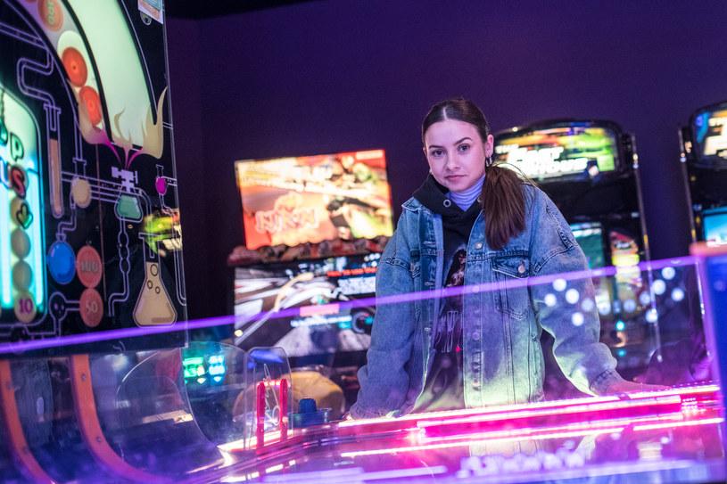 """W programie """"The Voice Kids"""" Marcelina Szlachcic dotarła do etapu półfinałów, a teraz prezentuje swój debiutancki teledysk """"Wielkie plany""""."""