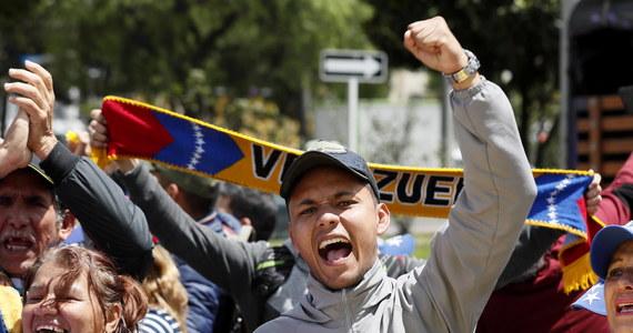 Szefowa dyplomacji Kanady Chrystia Freeland zaapelowała o zorganizowanie w trybie natychmiastowym telekonferencji przedstawicieli państw wchodzących w skład Grupy z Limy, by omówić sytuację w Wenezueli.