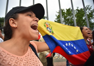 Wenezuela: 69 osób rannych w starciach z policją. Bolton: Maduro chciał zbiec na Kubę
