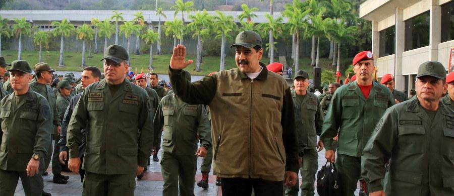 Prezydent Wenezueli Nicolas Maduro wezwał w czwartek siły zbrojne do zachowania jedności i rozbrojenia zwolenników przywódcy opozycji Juana Guaido, który dwa dni wcześniej wezwał armię i naród wenezuelski, aby go wsparły w odsunięciu od władzy reżimu Maduro.