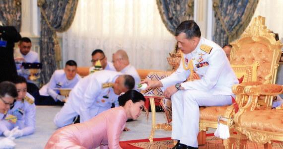 Tajlandia ma nową królową. Wybranką monarchy Ramy X została wiceszefowa jego prywatnej ochrony - Suthida Tidjai.