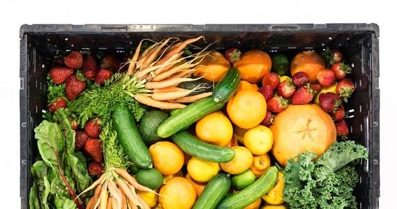 W Portugalii i Hiszpanii przybywa przedsiębiorców handlujących brzydkimi owocami i warzywami, które z powodu mało atrakcyjnego wyglądu nie są akceptowane w tradycyjnych sklepach i supermarketach. Co roku udaje im się uratować przed wyrzuceniem tony żywności.