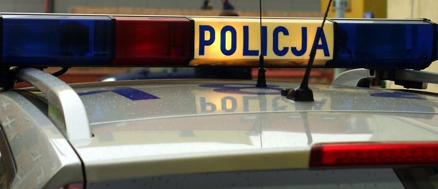 Policyjny pościg w Nysie na Opolszczyźnie. Do kontroli nie zatrzymał się tam kierowca bmw. Podczas ucieczki próbował przejechać dwóch funkcjonariuszy. Informację o tym zdarzeniu dostaliśmy na Gorącą Linię RMF FM.