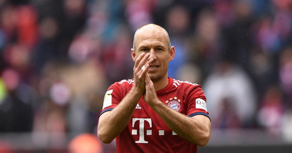 Piłkarze Borussii Dortmund, mimo prowadzenia do przerwy 2:0, zremisowali na wyjeździe z Werderem Brema 2:2 w 32. kolejce niemieckiej ekstraklasy i tracą już cztery punkty do lidera Bayernu. Monachijczycy pokonali wcześniej ostatni w tabeli Hannover 3:1.