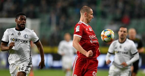 Przykra niespodzianka dla warszawskich kibiców. Legia przegrała 0-1 z Piastem Gliwice. Jednak walka o mistrzostwo Polski wciąż nierozstrzygnięta.