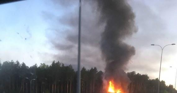 W poniedziałek rano, na trasie A1 na odcinku Grudziądz – Toruń w pobliżu węzła Nowe Marzy w woj. kujawsko-pomorskim, zapaliła się ciężarówka. Zdjęcie dostaliśmy na Gorącą Linię RMF FM.